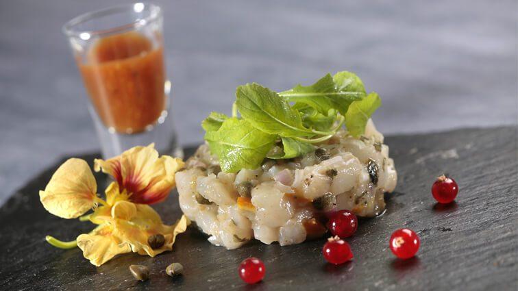Recette : Tartare de turbot, chutney wakamé orange, échalotes et capucines - TerreAzur