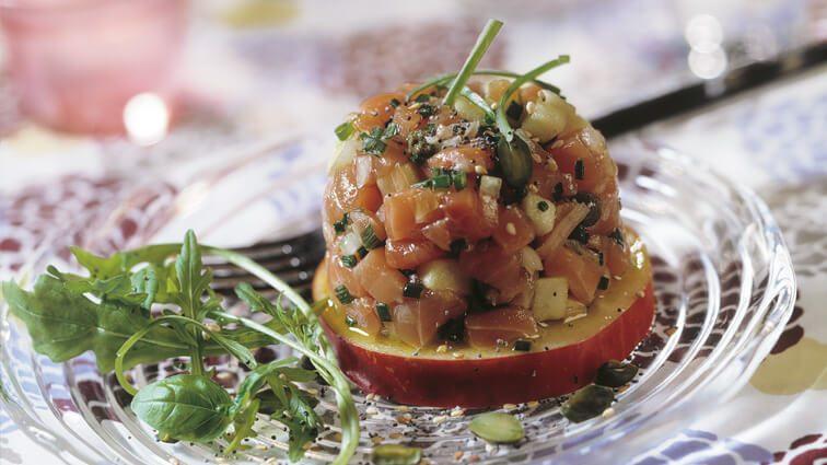 Recette : Saumon fumé en dôme de tomate aux petits légumes - TerreAzur