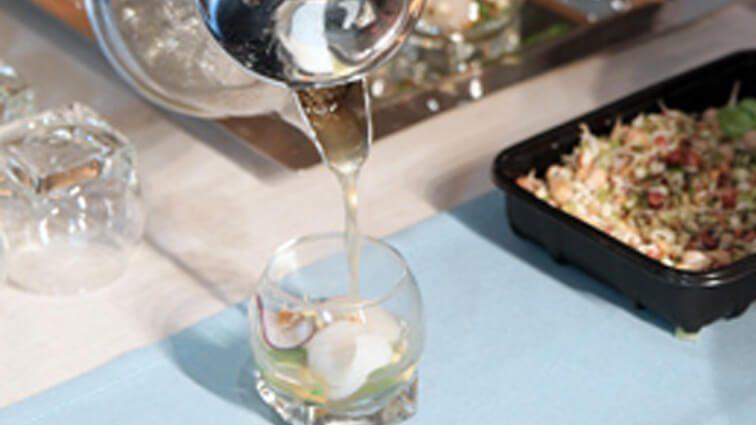 Recette : Pétales de Saint-Jacques, infusion de crustacés aux senteurs printanières - TerreAzur