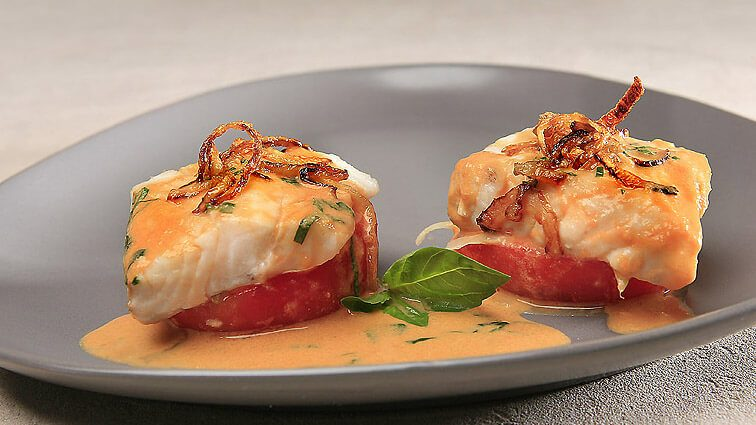 Recette : Pavé de lieu noir, coque de tomate et fondue d'oignon - TerreAzur