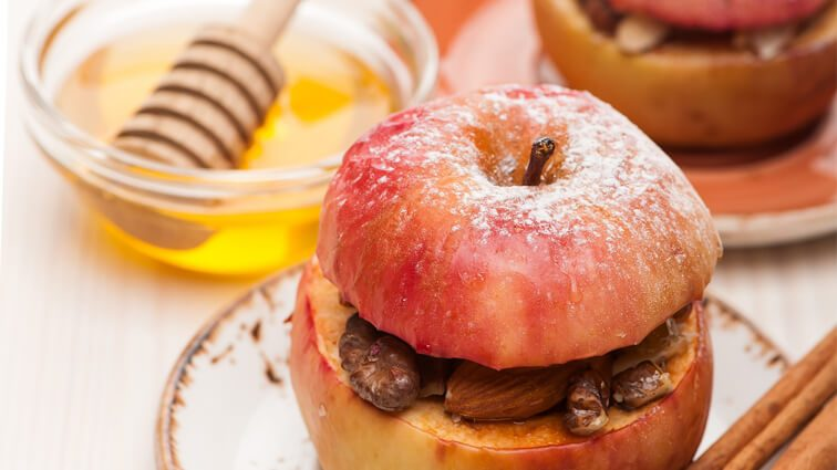 Recette : Pomme au four cannelle et fruits secs - TerreAzur