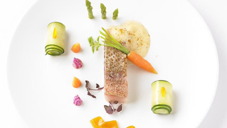 Recette : Dorade sébaste, écume d'arêtes et palette de légumes - TerreAzur