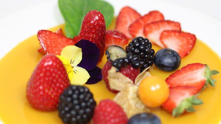 Recette : Fraises et petits fruits rouges au naturel - TerreAzur