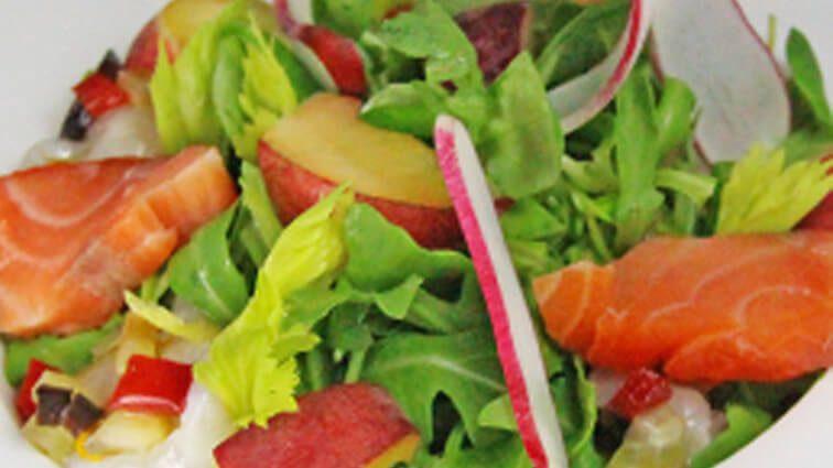 Recette : Maraichère de légumes aux pêches, saumon fumé et carpaccio de poulpe - TerreAzur