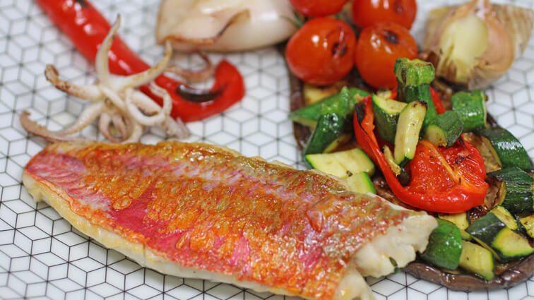 Recette : Rouget et encornet aux légumes ratatouille « tout à la plancha » - TerreAzur