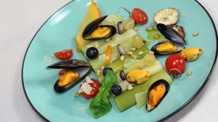 Recette : Poireaux bistrot, moules de bouchot, raisins et châtaignes - TerreAzur