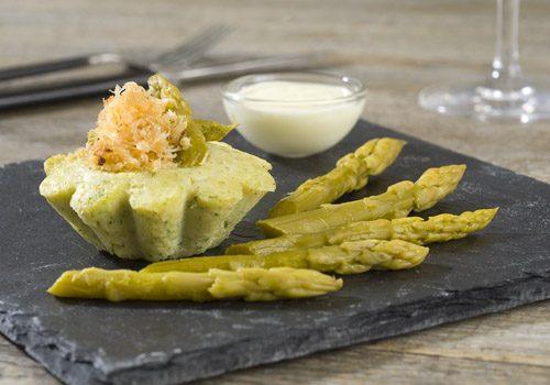 Recette : Mousseline d'asperge et de crabe accompagnée d'une sauce hollandaise - EpiSaveurs