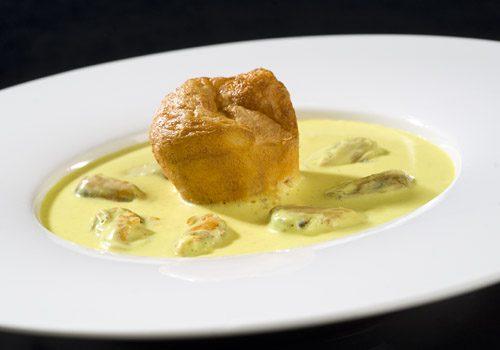 Recette : Crème de moules au curry et son muffin au lard - EpiSaveurs