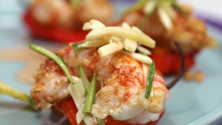 Recette : Langoustines poêlées en coque de poivron, légumes du moment en tempura - TerreAzur