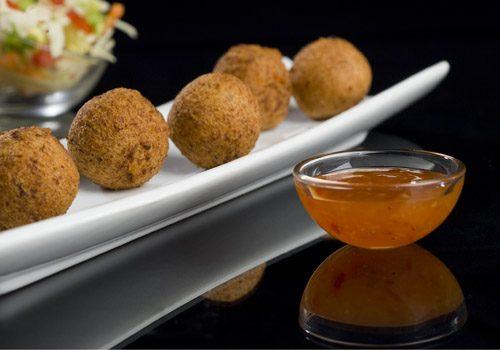Recette : Accras de crabe croustillant et sa sauce douce aux piments - EpiSaveurs