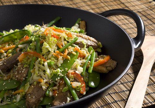 Recette : Wok de canard et ses légumes sauce satay - EpiSaveurs