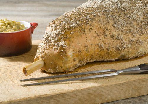Recette : Gigot d'agneau en croûte de sel et ses flageolets gourmands - EpiSaveurs