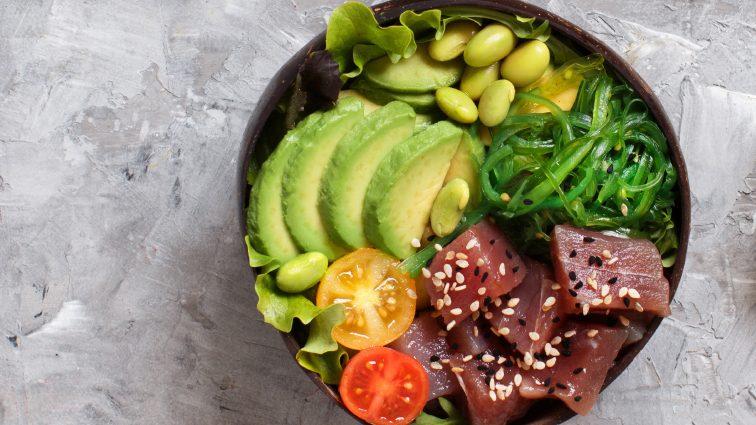 Recette : Poke bowl printanier au thon cru mariné - TerreAzur