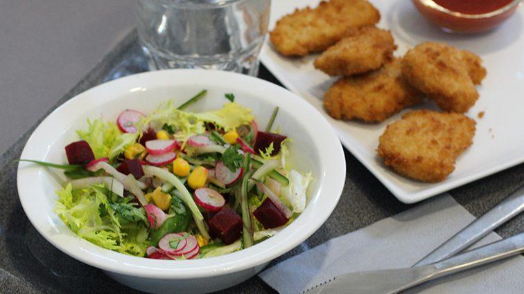Recette : Nuggets de blé, ketchup pêche et salade fraicheur - TerreAzur