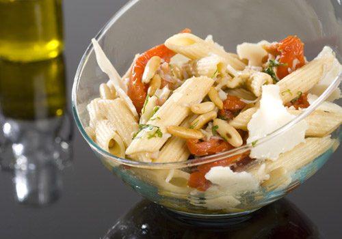 Recette : Salade fraicheur de pâte, crabe et tomate confite - EpiSaveurs