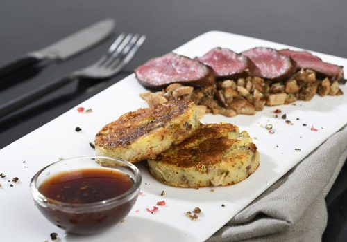 Recette : Noisette de chevreuil Grand Veneur et galette de pomme de terre aux champignons - EpiSaveurs