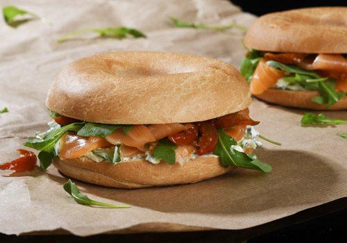 Recette : Bagel saumon crème de concombre - EpiSaveurs