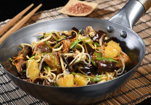 Recette : Porc à l'ananas, nouilles chinoises - EpiSaveurs