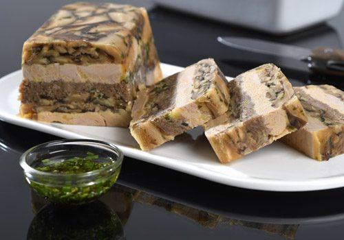 Recette : Hure de queue de bœuf, foie gras, champignons et sa vinaigrette d'herbes - EpiSaveurs