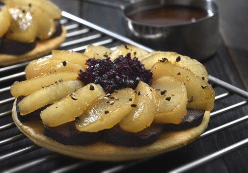 Recette : Tartelette de boudin noir au pomme et sauce vin rouge - EpiSaveurs