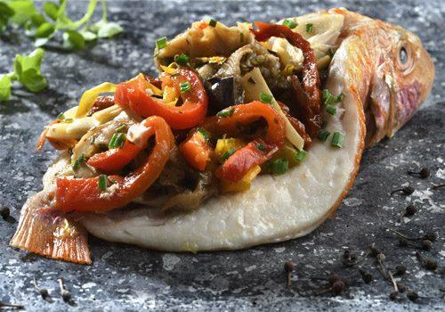 Recette : Filets de rouget juste saisis et bohémienne de légumes à l'huile d'olive - EpiSaveurs