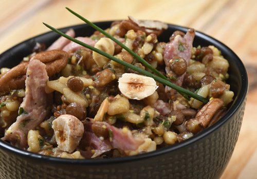 Recette : Salade tiède de trio de lentilles, effiloché dejarret de porc confit à la moutarde - EpiSaveurs