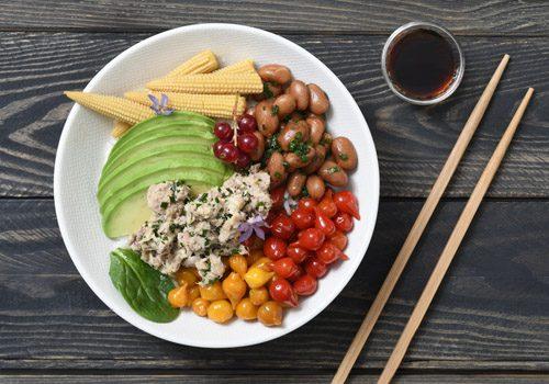 Recette : Poke bowl de thon au paprika fumé et haricots rouges - EpiSaveurs