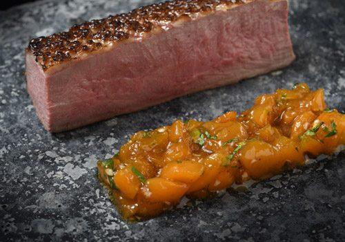 Recette : Magret de canard rôti, chutney de pêche au gingembre - EpiSaveurs