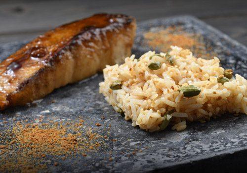 Recette : Pavé de sandre laqué au soja et son riz au sésame doré - EpiSaveurs