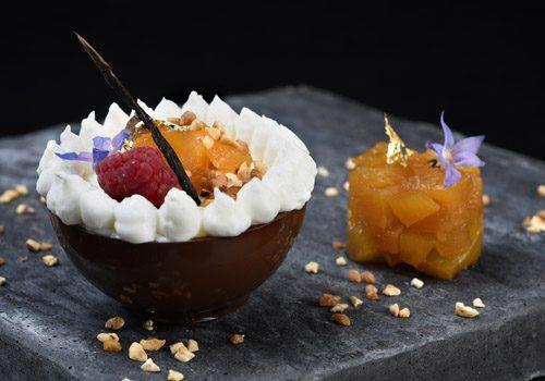 Recette : Sphère tout chocolat, mousse coco et ananas confit - EpiSaveurs