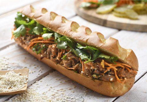 Recette : Banh-Mi à l'effiloché de canard, carotte et coriandre - EpiSaveurs