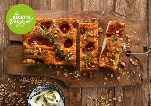 Recette : Foccacia tomate cerise, mozzarella, pesto et pignons de pin - EpiSaveurs