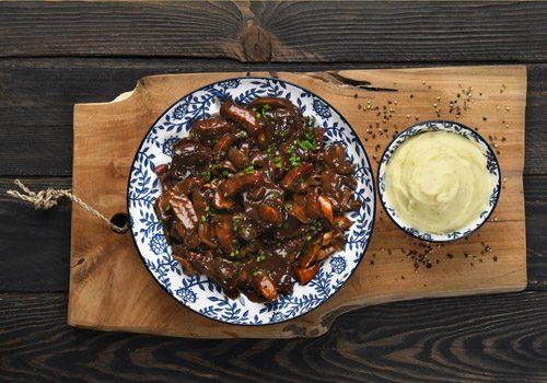 Recette : Mijoté de bœuf bourguignon, purée fondante à l'échalote - EpiSaveurs
