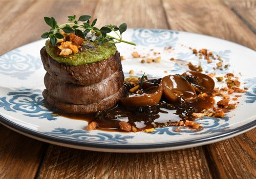 Recette : Filet de veau en croûte d'épices, jus de veau réduit aux cèpes - EpiSaveurs