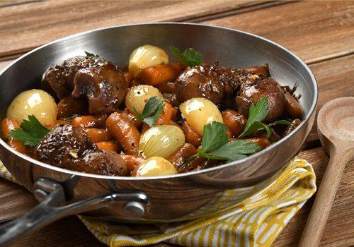 Recette : Rognons d'agneau aux épices du trappeur et carottes glacées au sirop d'érable - EpiSaveurs