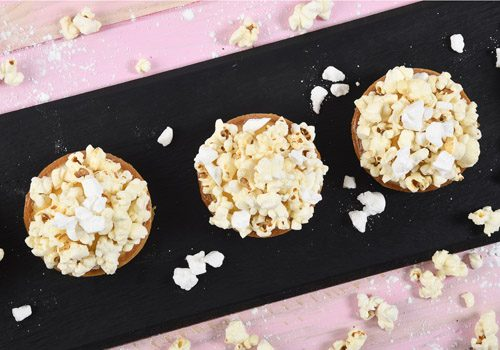 Recette : Tartelette citron-caramel, crumble de meringue et pop-corn - EpiSaveurs