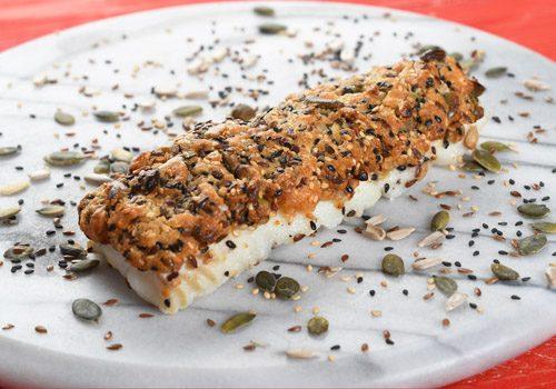 Recette : Cabillaud en croûte de graines, sauce tomate au basilic - EpiSaveurs