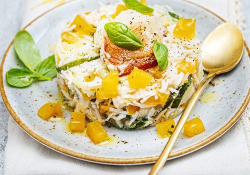 Recette : Pressé de tourteau au concombre, tomate orange et basilic - EpiSaveurs